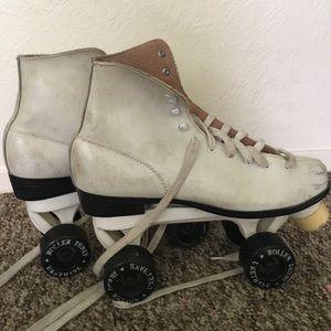 Shoes - White roller derby roller skates